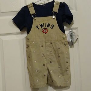 Boys size 2t two piece outfit NWT